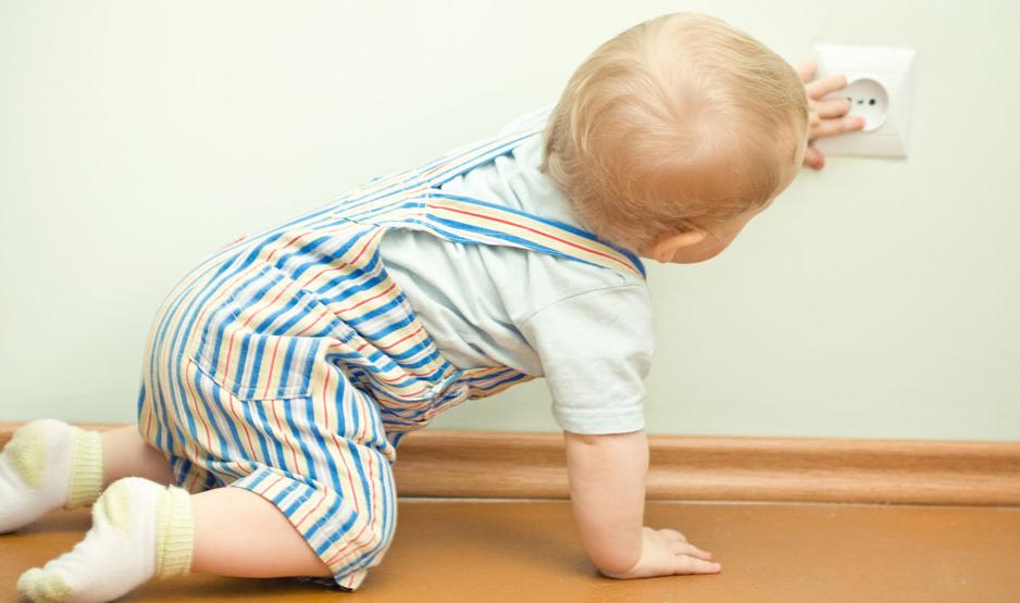 并且避免用有很多小花纹的软垫,以防宝宝将小花纹抠起来吃.